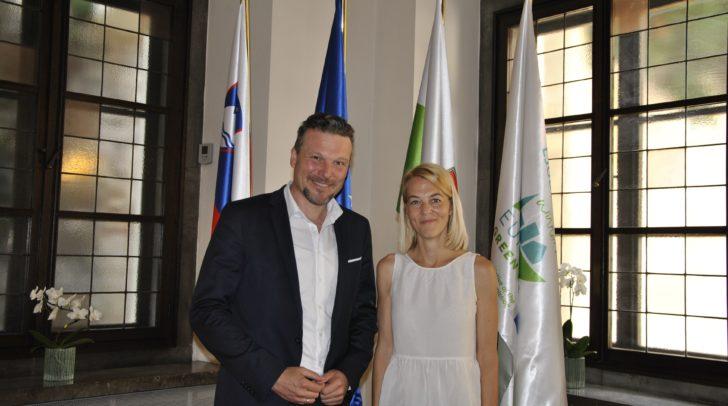Vizebürgermeister Wolfgang Germ und die Laibacher Vizebürger- meisterin Tjaša Ficko.