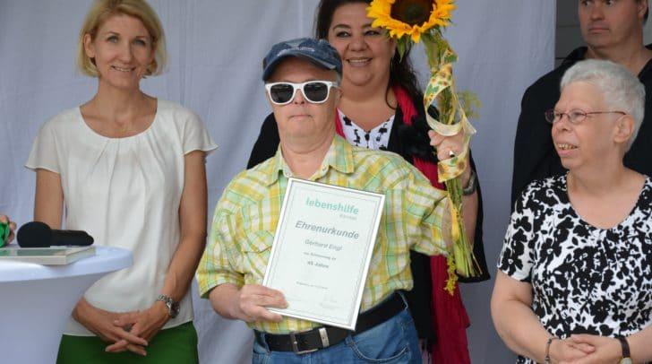 Gerhard Engl feierte sein 45-jähriges Jubiläum bei der Werkstätte Bahnstraße.