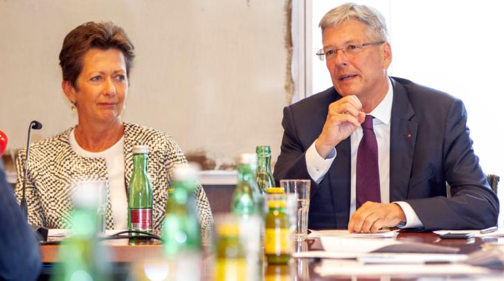 Initiatorin Monika Kircher und LH Peter Kaiser beim Pressegespräch