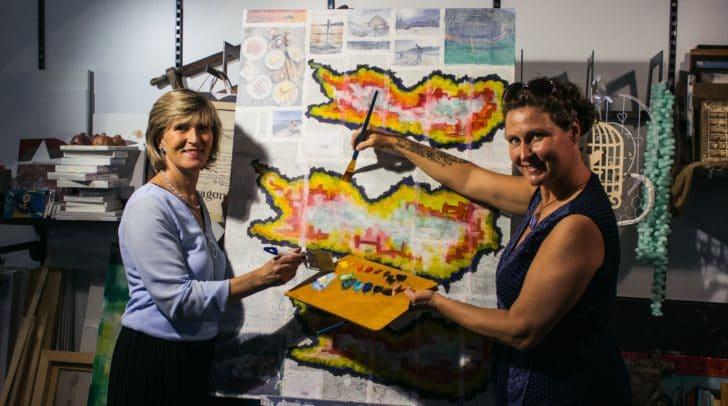 Christina Mirnig und Petra Sousan freuen sich schon auf die vielen Künstlerinnen und Künstler, die die Lederergasse in eine Kunstmeile verwandeln werden