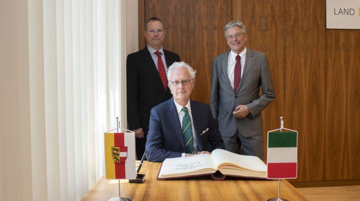 Botschafter Sergio Barbanti, Landesamtsdir. Dieter Platzer, und LH Peter Kaiser.