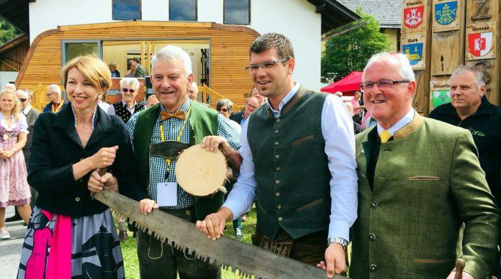 LHStv.in Gaby Schaunig, Obmann der Kärntner Holzstraße DI Günter Sonnleitner, LR Martin Gruber und Bürgermeister Karl Lessiak