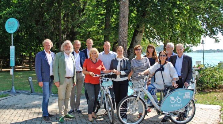 Die Bürgermeister der drei Gemeinden mit den Vertretern der Klagenfurter Stadtpolitik sowie den nextbike-Verantwortlichen.