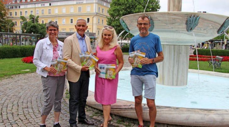 Präsentieren das Herbst-Programm für die 50+ Generation: Vizebürgermeister Jürgen Pfeiler mit Mag. Karin Ertl, Ingrid Trapp (Gedächtnistrainerin) und Peter Kampusch (Outdoor Trainer).