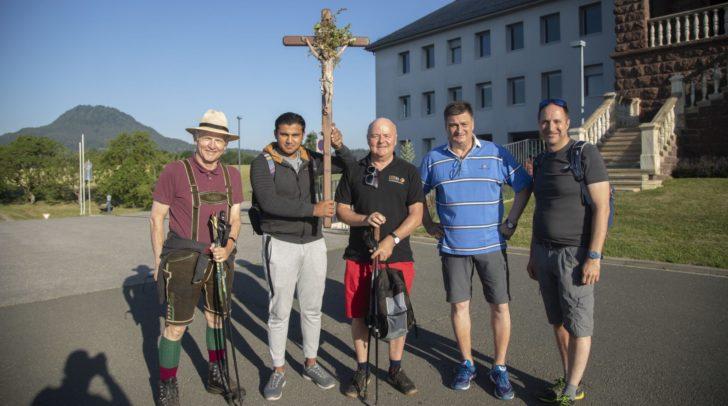 Unternehmer Paul Dobringer, Kreuzträger Behood Abdali, Diakon Gottfried Riepl, WK-Präsident Jürgen Mandl und WK-Fachgruppengeschäftsführer Herwig Draxler.