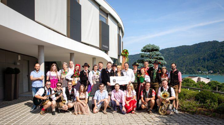 Eine Ladergruppe der Bauergnman Villach hat das Team von Trecolore Architects zum Villacher Kirchtag eingeladen.
