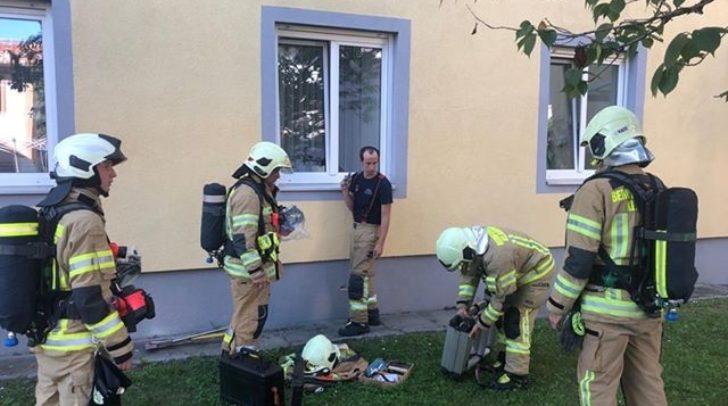 Das Fenster zur Wohnung musste von außen geöffnet werden um den defekten Rauchmelder auszuschalten.