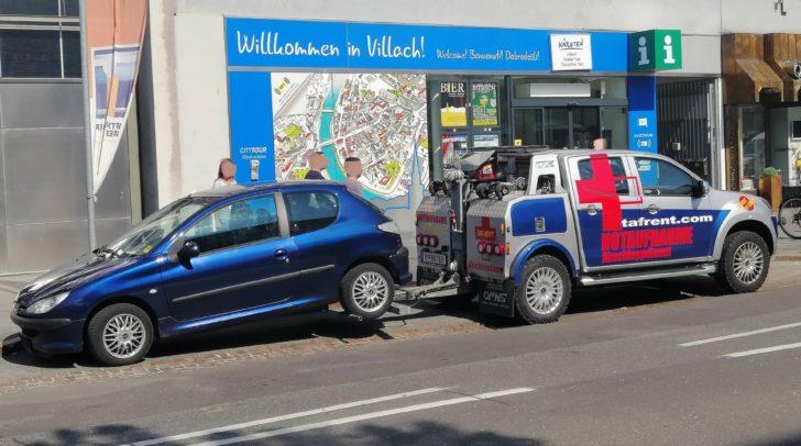 Der Wagen stand drei Tage ohne Kennzeichen in der Villacher Innenstadt. Heute wurde er abgeschleppt, der Fahrzeugbesitzer hatte jedoch etwas dagegen.