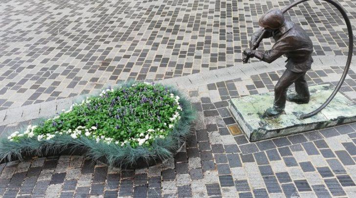 Das erste mobile Blumenbeet befindet sich derzeit auf dem Hans-Gasser-Platz.