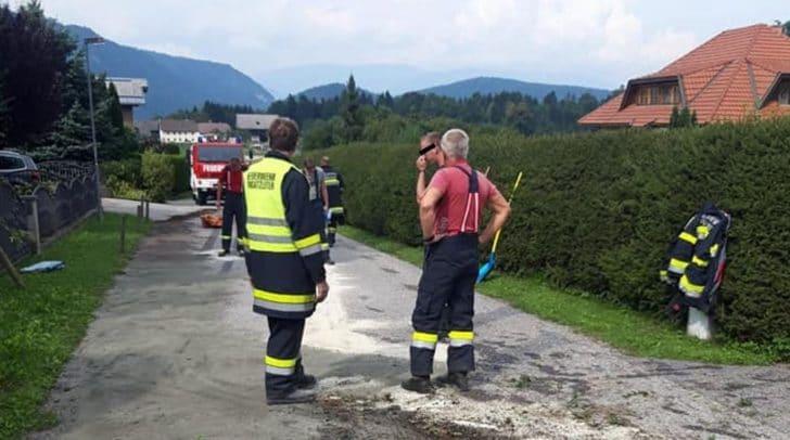 Aufgrund eines technischen Gebrechens verlor ein LKW zirka 40 bis 60 Liter Hydrauliköl.