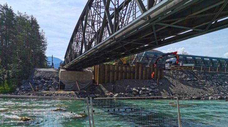 Das alte Tragwerk der Gailbrücke bat keinen Platz für einen Randweg oder Oberleitungen