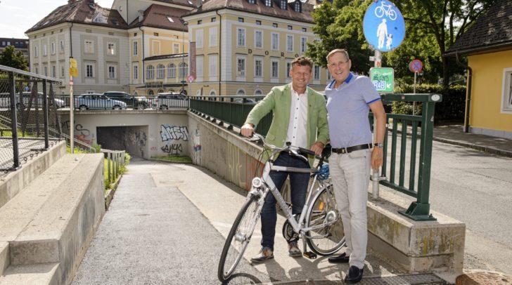 Stadtrat Christian Scheider und Ausschussobmann Gemeinderat Dr. Andreas Skorianz bei der wiedereröffneten Radwegeunterführung.