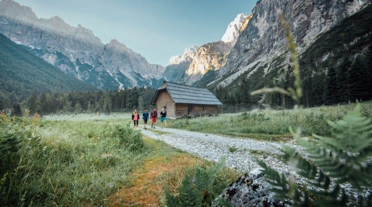 Neu beim HÜTTENKULT: Der Weg zur slowenischen Krnica-Hütte führt südlich von Kranjska Gora direkt in den Triglav-Nationalpark.