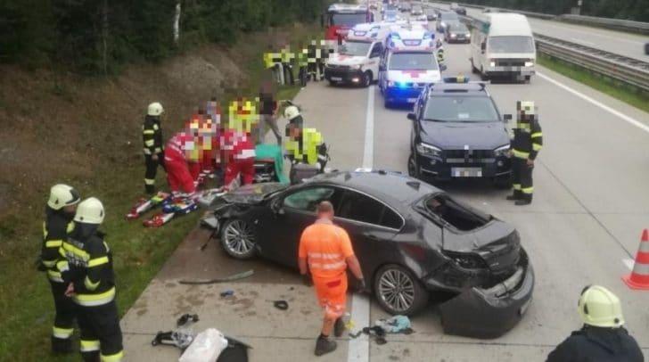 Kurz nach sieben Uhr wurde die Feuerwehr zu einem schweren Verkehrsunfall auf der A10-Tauernautobahn alarmiert.