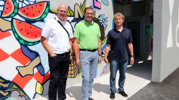 Ehe die neue WC-Anlage im Europapark aufgesperrt wurde, prüften Stadtrat Markus Geiger (Mitte), Facility Management Chef DI Robert Slamanig (li) und DI Günther Kandutsch (Leiter Hochbau) noch einmal, ob alles OK ist.