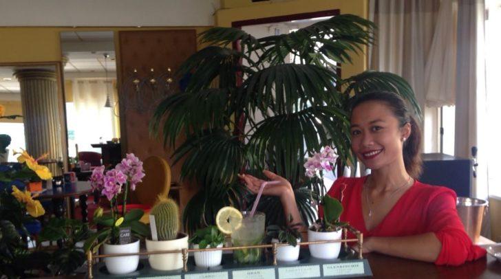 Die sympathische Betreiberin Art Yupha ist in der Draulounge täglich für ihre Gäste da.