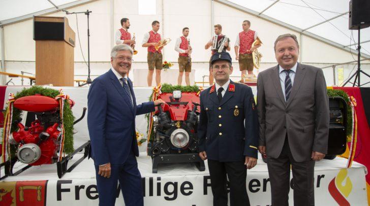 Landeshauptmann Peter Kaiser, Kommandant Robert Hribernig und Bürgermeister Lukas Wolte beim 110. Jubiläum der FF Gotschuchen.