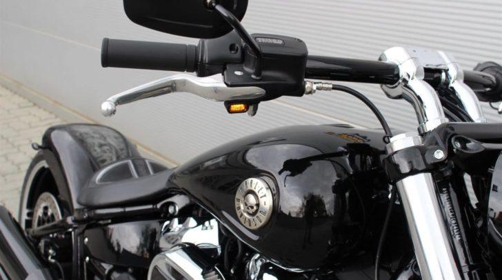 Der Nikolo kommt auf einer Harley und bringt Geschenke mit!