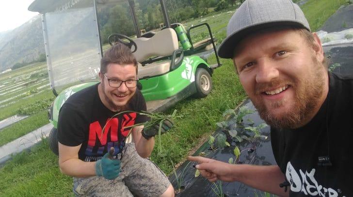 Patrick Kleinfercher und Christoph Raunig, Gründer von myacker.com, legen selbst mit Hand an. Mit der Ackerbox wagen sie den nächsten Schritt.