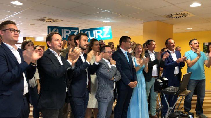 Die Freude bei der ÖVP-Klagenfurt über die erste Hochrechnung ist groß.