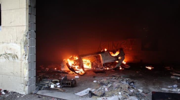 Das Fahrzeug begann aus derzeit noch unbekannter Ursache zu brennen.