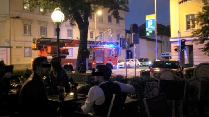 Die Bars sind am Donnerstagabend gut besucht. Viele Gäste fragten sich, was zu diesem Einsatz der Feuerwehr führte.