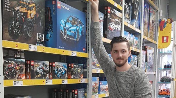 Inhaber Christof Gspandl eröffnet mit seinem Team den Lego-Store.