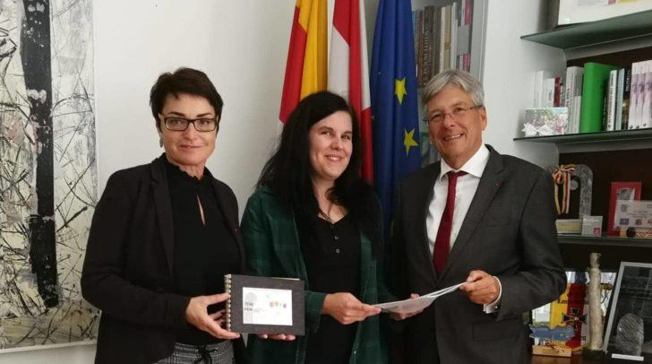 v.l.n.r.: LHStv.in Beate Prettner, Kerstin Rom und LH Peter Kaiser