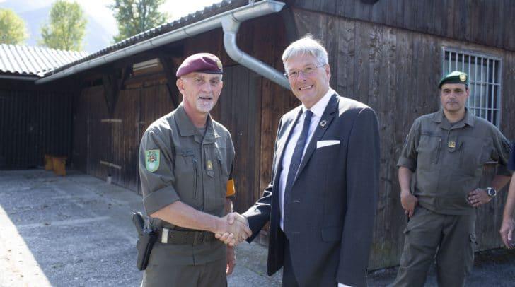 Militärkommandant Walter Gitschthaler und LH Peter Kaiser in Glainach