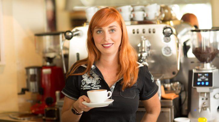 """Tamara Nadolph trägt nun ein Jahr lang den Titel """"Cafetier des Jahres""""."""