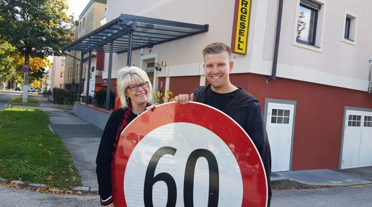 Gratulation zum 60-jährigen Firmenjubiläum: Ingrid Tschernuth mit Sohn Michael haben allen Grund zum Feiern!