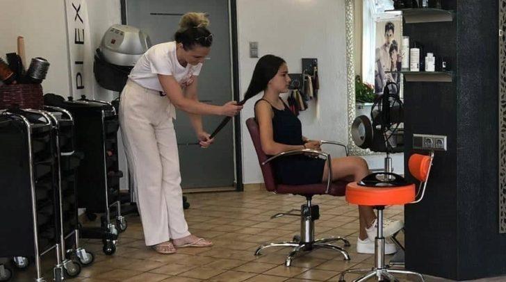 Alina hatte ihre Haare vier Jahre lang nicht geschnitten.