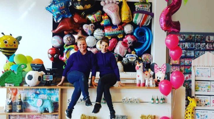 Jessica Hecher eröffnet die Beety Partywelt gemeinsam mit ihrer Schwester Natascha Pössenbacher (v.l.).