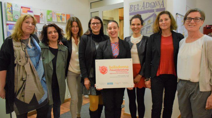 LR Sara Schaar mit Frauenministerin Ines Stilling, Frauenbeauftragte Martina Gabriel und Belladonna-Projektkoordinatorin Barbara Klemenz-Kelih mit ihrem Team.