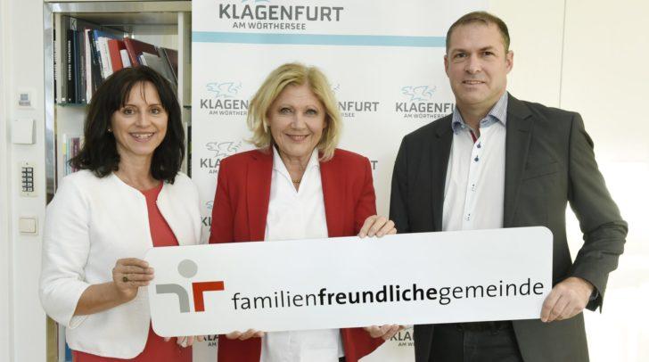 Bürgermeisterin Dr. Maria-Luise Mathiaschitz mit Familienreferent Stadtrat Markus Geiger und Astrid Kumer-Daxerer vom Büro für Frauen, Chancengleichheit und Generationen.