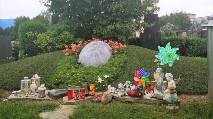 So sieht ein Sammelgrab am Zentralfriedhof in Villach aus.