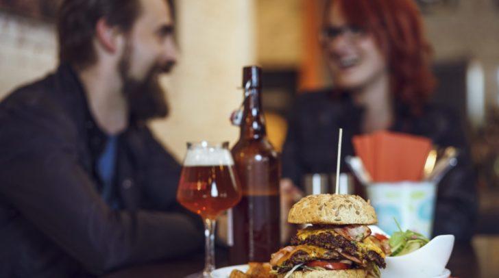 Für köstliche Burger ist das Rebel84 Café bestens bekannt – im Zuge der Weihnachtsfeiern warten dort auch andere Köstlichkeiten auf dich.
