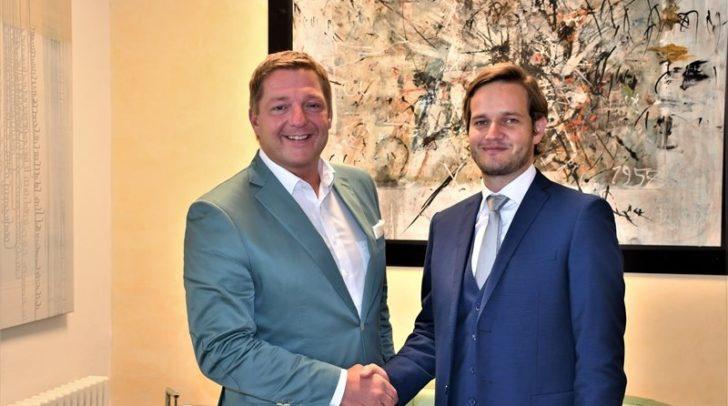 Bürgermeister Günther Albel heißt Villachs neuen Magistratsdirektor Christoph Herzeg herzlich willkommen.