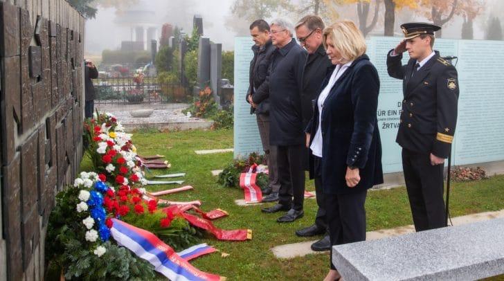 Gedenkfeier zum Nationalfeiertag am Friedhof Klagenfurt-Annabichl.