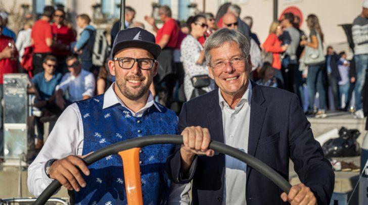 v.l.n.r.: Julian Kircher mit LH Peter Kaiser