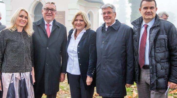 v.l.n.r.: Botschafter Dmitry Lyubinskiy, Bürgermeisterin Maria-Luise Mathiaschitz, LH Peter Kaiser und Obmann des Vereins Memorial Kärnten/Koroška Alexander Petritz.