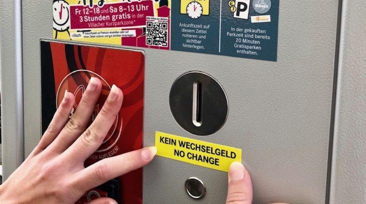 Die Villacher Parkautomaten wurden jetzt neu programmiert. Neue Kleber machen ab morgen darauf aufmerksam: