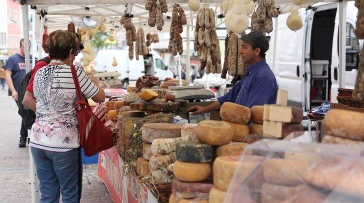 Der italienische Markt ist kommende Woche wieder auf dem Hauptplatz zu Gast