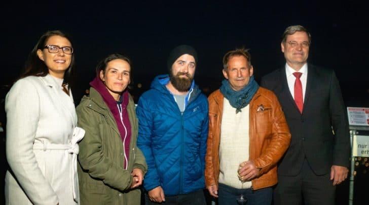 Umwelt-Landesrätin Sara Schaar, die Künstler Anna Mrzyglod, Gregor Wosik und David Holzinger sowie Bürgermeister Karl Dovjak