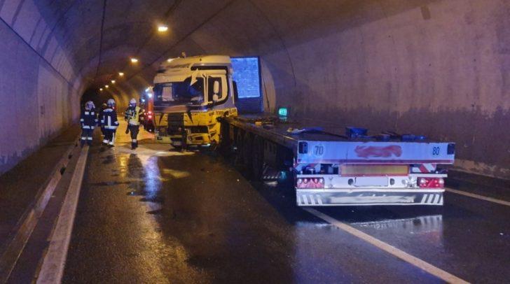 Der LKW-Unfall verursachte...