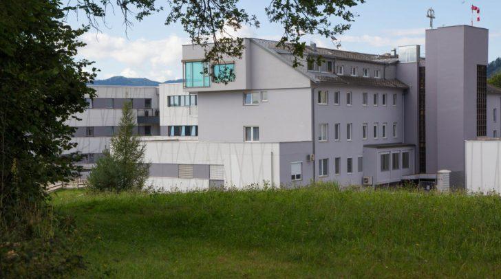 Nach dem Umbau soll hier ein größeres, moderneres Krankenhaus mit einer höheren Betreuungsqualität entstehen.