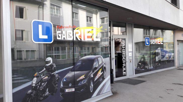 Inhaber Günter Roth und sein Team sind trotz Lockdown für euch da!