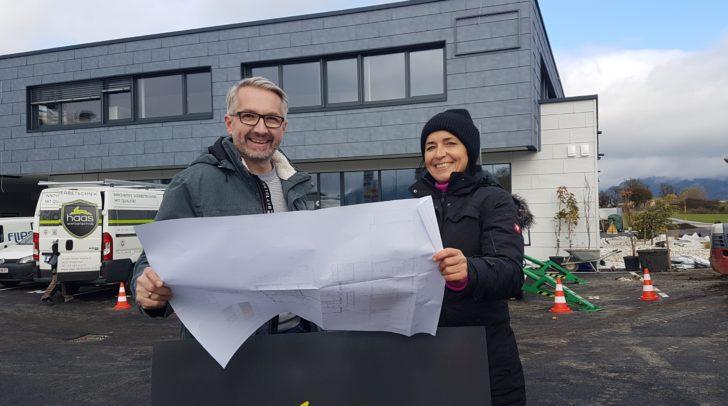 Bauherrin Mag. Christiane Wernig, GF der Spenglerei Mitzner, mit Planer Ing. Ingolf Fischer