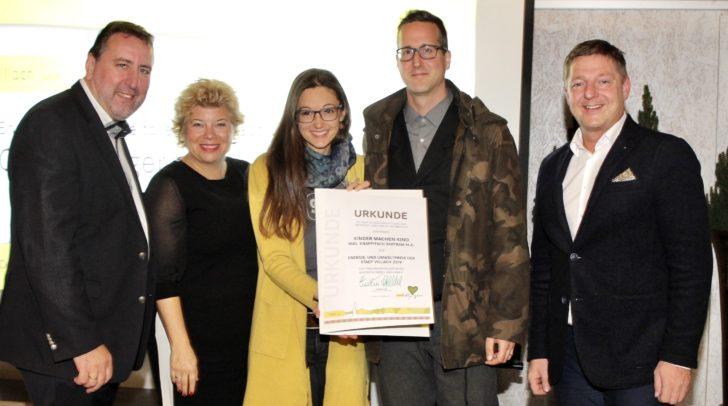 Umweltreferent Erwin Baumann, Vizebürgermeisterin Irene Hochstetter-Lackner, die Preisträger Marie-Therese Vollmer und Bertram Knappitsch sowie Bürgermeister Günther Albel.