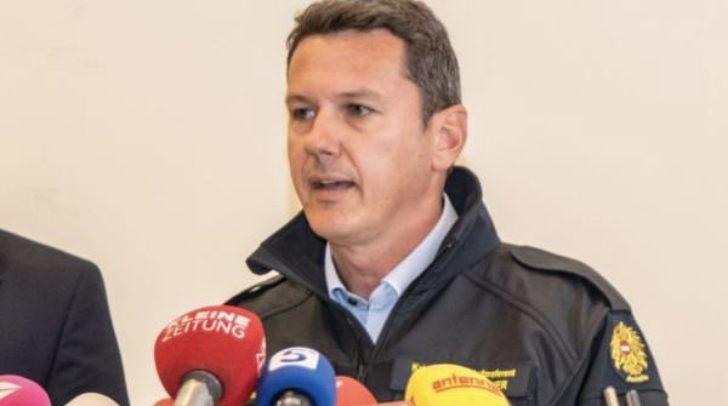 Katastrophenschutzreferent Landesrat Daniel Fellner bei einer Pressekonferenz im November 2018. Nach den Unwetterschäden der letzten Wochen appelliert er nun an alle Versicherungsunternehmen.